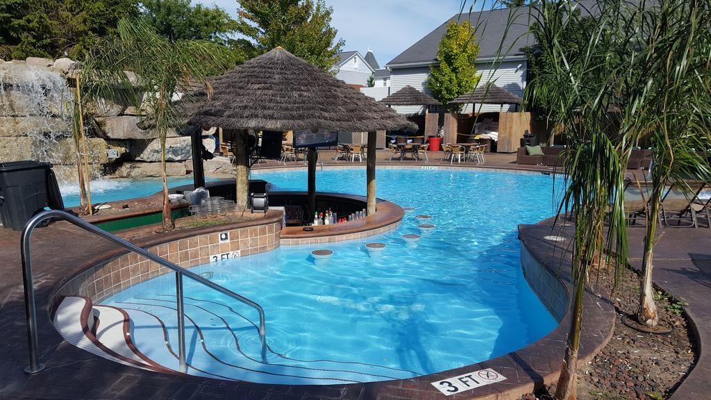 Commodore Resort Quiet Pool