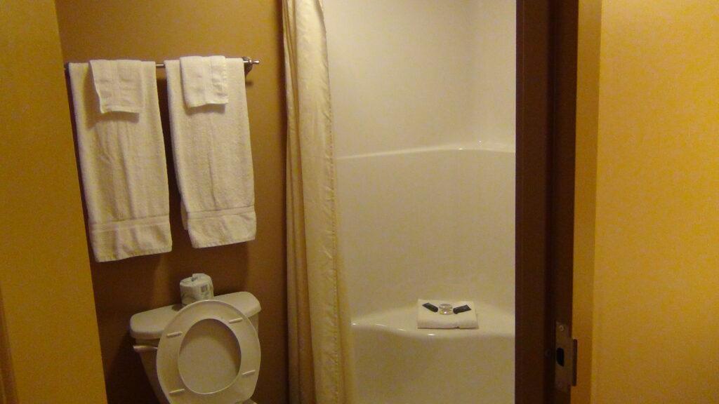 Put-in-Bay Victory Station Hotel Bath