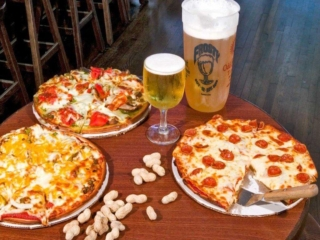 Frosty Bar Pizza and Beer